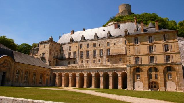 Le château de la Roche-Guyon dans le Val d'Oise s'ouvre aux tournages