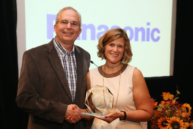 Ron Martin de Panasonic et Barbara Lange de la SMPTE