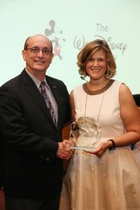 Vince Roberts de The Walt Disney Company et Barbara Lange de la SMPTE
