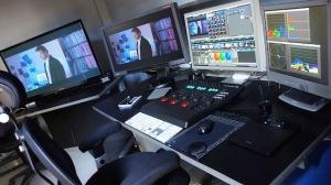 Le studio d'étalonnage d'Isabelle à Montreuil avec la station Resolve Da Vinci de Blackmagic