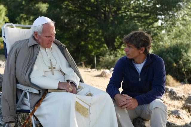 """Le film télé """"Jean-Paul II, un Saint, un Homme"""". Le rôle de Jean-Paul II a été confié à l'acteur russe Aleksei Guskov, connu en France pour ses films Le Concert (2009), 4 Jours en mai (2011), La Soif (2013)"""