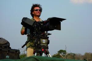 Le réalisateur Thierry Machado en Afrique sur le tournage de La nuit des éléphants