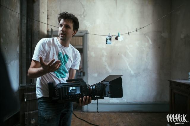 Marc Linnhoff sur le tournage de Petit bateau avec la caméra Blackmagic URSA. copyright bartosch-salmanski-www-m4tik-fr