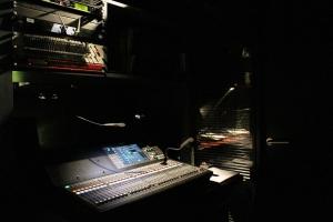 Ombre et lumière pour la console Yamaha QL5 au service des événements culturels de la Bibliothèque Nationale de France