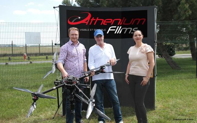 Christophe Lambert a confirmé son rôle de Président d'Honneur du festival CineDrones dans les locaux d'Athenium Films     entouré de Pascal Anquetil et Sophie Geoffroy.