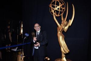 Peter Chakos, récompensé pour le Meilleur montage sur une série Tv comique, à utilisé Avid Media Composer. (c) Invision/AP.