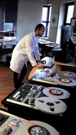 Operation de numérisation en parallèle d'archives audio chez Vectracom / High end paralleled digitization operations for audio heritage at Vectracom