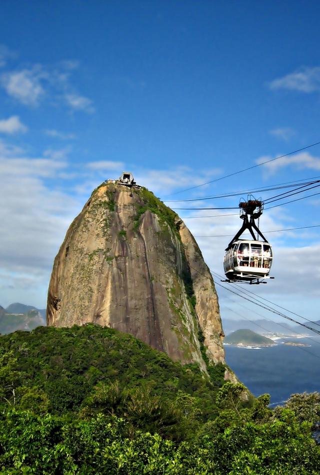 Rio_de_Janeiro_-_Pão_de_Açucar_-_Cablecar_(resampled_and_denoised)