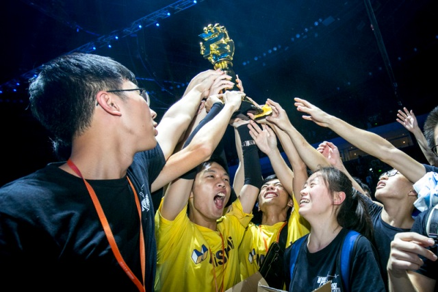 DJI_Winning_Team_and_Trophy